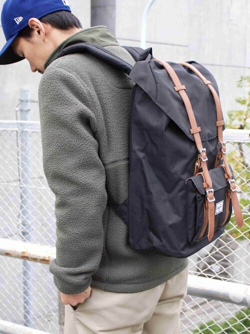 Herschel Supply Menさんの「Little America(Herschel Supply Co.)」を使ったコーディネート