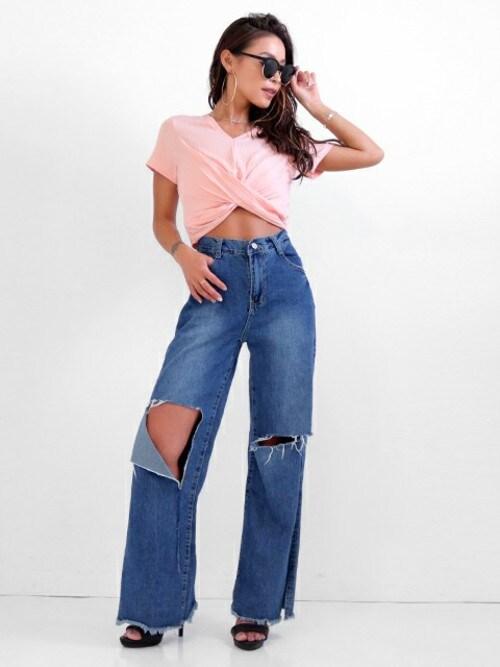 ANAP Latina OfficialANAP Latina officialさんのTシャツ/カットソー「ツイストヘムテレコリブVネックトップ(LATINA|ラティーナ)」を使ったコーディネート