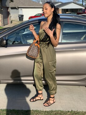 "オリビア is wearing LOUIS VUITTON ""Pre-owned Louis Vuitton Monogram Canvas Speedy 30 Bag"""