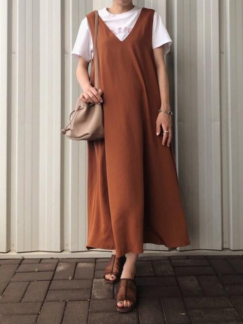 yurieさんのジャンパースカート「【洗濯機で洗える】【消臭効果】Vネックフレアジャンパースカート(AZUL ENCANTO|アズールエンカント)」を使ったコーディネート